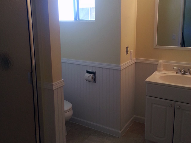 El Terado Townhomes - Upstairs Bathroom